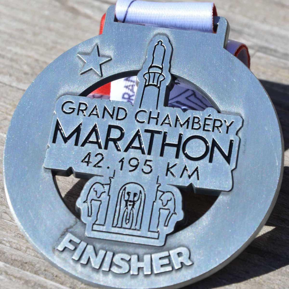 Médaille finisher ronde créée pour le marathon du Grand Chambéry - 42,195km