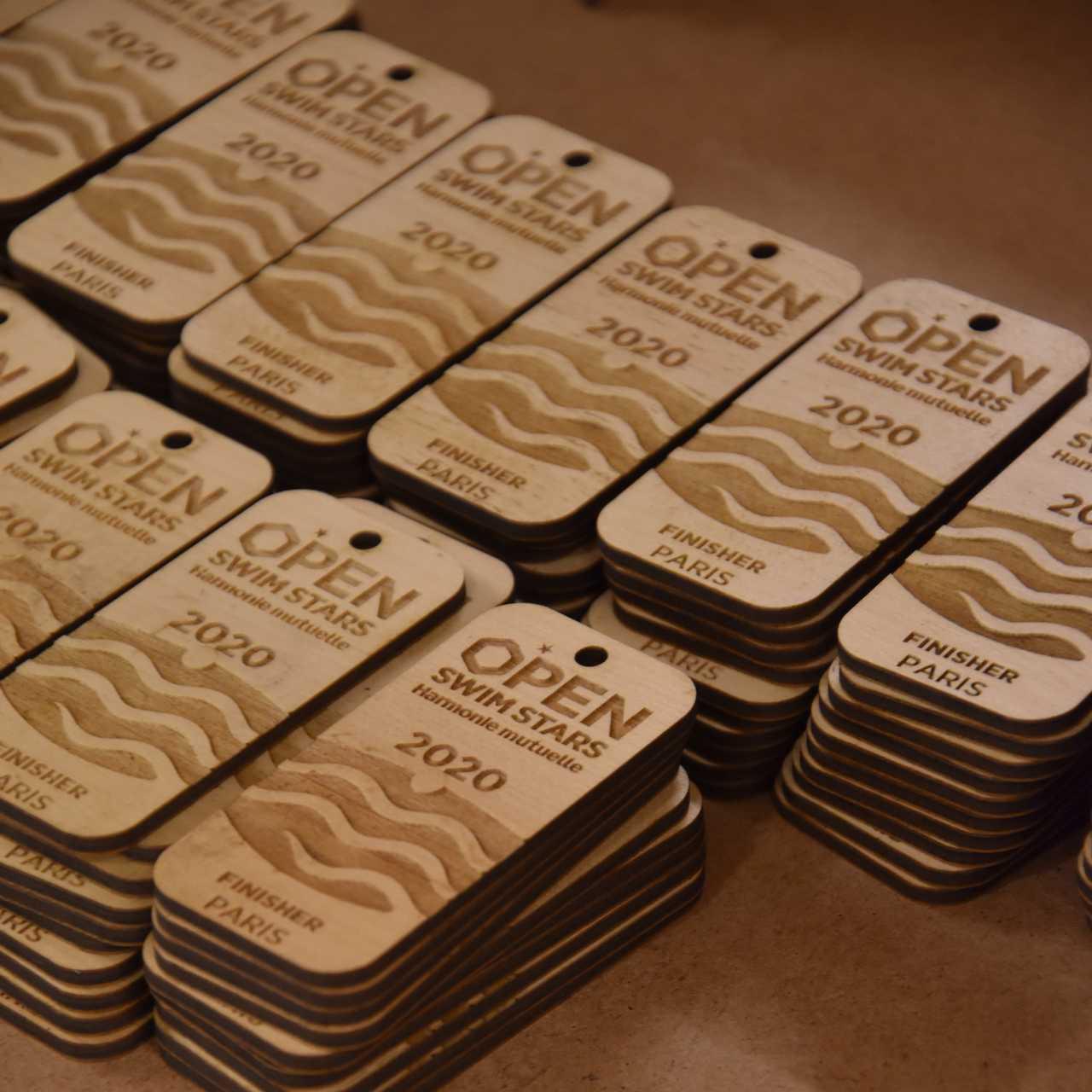 médailles gravées en bois